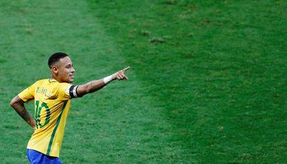 Neymar comemora seu gol no clássico.