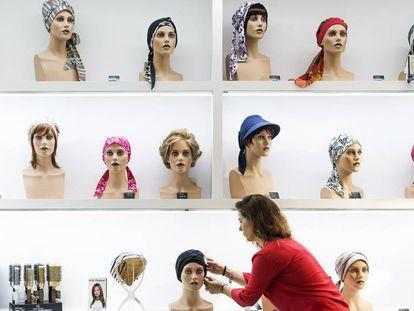Loja da Monje's em Madri, especializada em perucas de estética e oncologia.