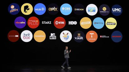 Peter Stern, vice-presidente da Apple, durante a apresentação desta segunda-feira. Na imagem, os serviços do aplicativo da Apple TV. Em vídeo, anúncio da Apple TV.