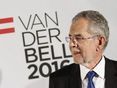 Alexander Van der Bellen obtém 50,3% dos votos contra o radical Norbert Hofer