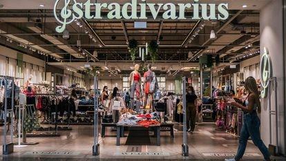 Uma loja de roupa na Cracóvia (Polônia) em junho.