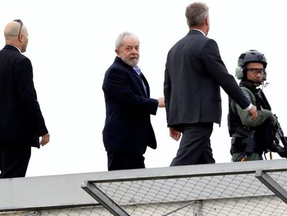 Lula chega de volta à PF em Curitiba depois de assistir ao velório do neto.