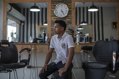 O venezuelano Samuel, que abriu uma barbearia em Boa Vista.
