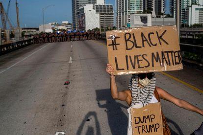 Manifestante nos protestos de Miami deste domingo.