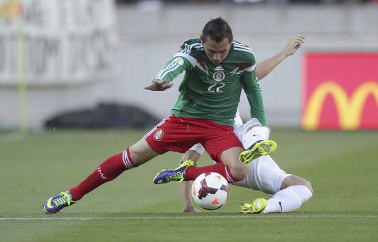 O mexicano Paul Aguilar durante jogo disputado na Nova Zelândia.