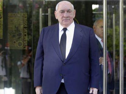 Isidoro Álvarez, presidente do El Corte Inglés, depois de uma reunião de acionistas em agosto.