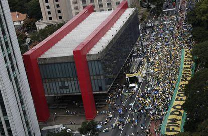 Protesto convocado pelo MBL e o Vem pra Rua na avenida Paulista, em São Paulo, neste domingo, 26 de março.