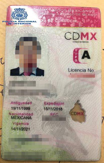 A carteira de motorista de Lozoya.