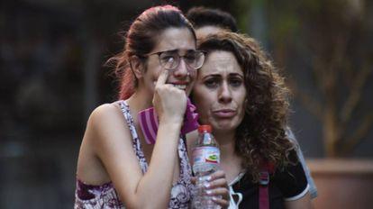 Pessoas chorando minutos depois do atentado