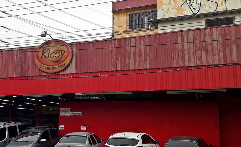Fachada do supermercado Ricoy, na Vila Joaniza.