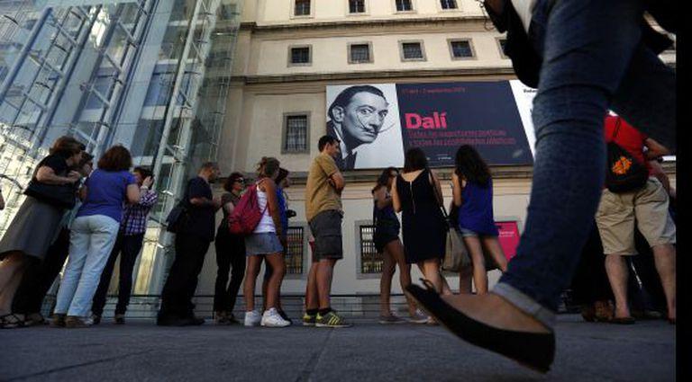 Filas para a exposição de Dalí em Madri.