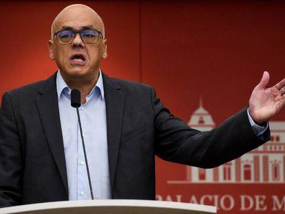 O ministro venezuelano de Comunicação, Jorge Rodríguez, neste domingo.