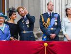 La reina Isabel, con los duques de Sussex y los de Cambridge, en el balcón del palacio de Buckingham .