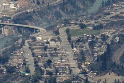 Vista geral da cidade de Lytton (Canadá), arrasada por um incêndio após registrar 49,6º C.