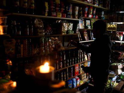 Uma loja sem luz em Buenos Aires.