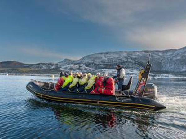 Um passeio pelo fiorde de Salt, na Noruega.