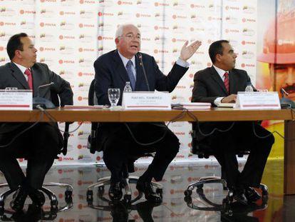 O ministro de Petróleo e Energia, Rafael Ramírez, durante a coletiva.