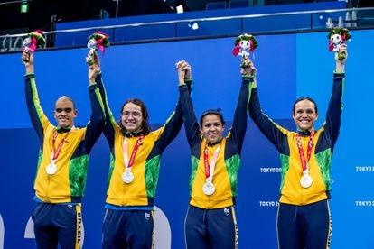 Wendell Belarmino, Douglas Matera, Lucilene Sousa e Maria Carolina Santiago conquistam a prata na final do 4x100m livre.