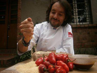 O chef Eduardo Martínez, do restaurante Mini-Mal, em Bogotá.