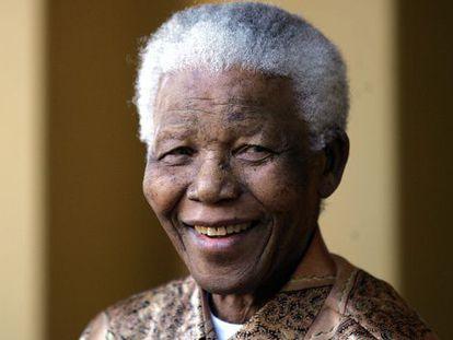 Nelson Mandela, em junho de 2005. / ALEXANDER JOE (AFP)