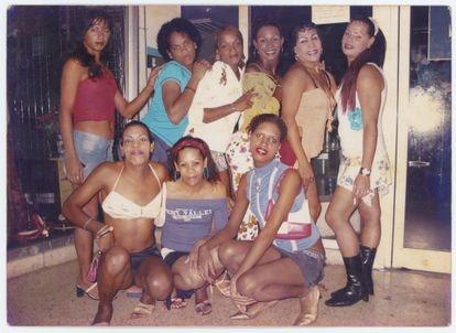 Esta foto de Nomi Ramírez, com várias amigas em Santa Clara em 2005, também faz parte do arquivo reunido por Librada González.