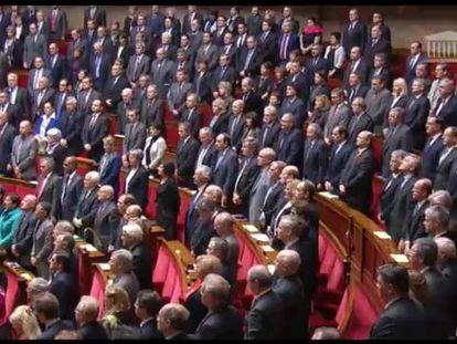 Os deputados franceses interpretaram o hino nacional pela primeira vez desde 1918, o ano em que foi firmado o Armistício da Primeira Guerra Mundial.
