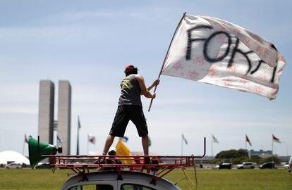 Protesto contra o presidente Jair Bolsonaro na praça dos Três Poderes, em Brasília, no domingo.