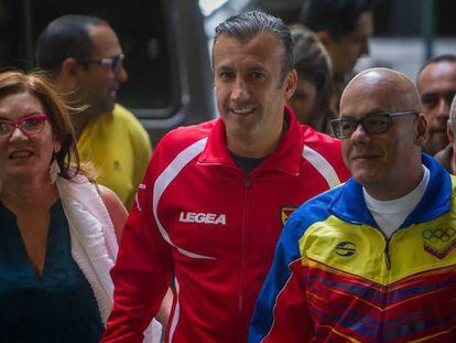 Jorge Rodríguez (à direita) chega ao CNE.