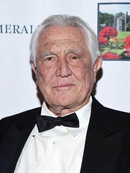 George Lazenby em fevereiro de 2020, durante uma festa de gala do Oscar no The Hollywood Museum (Hollywood, Califórnia).