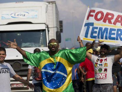 Protestos de caminhoneiros, no dia 25 de maio em Duque de Caxias (RJ).