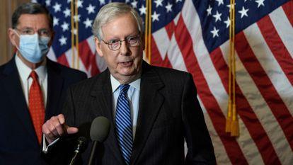 O líder do Senado, o republicano Mitch McConnell, no Capitólio, neste domingo.