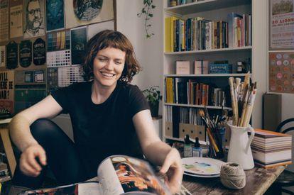 Annie Atkins, desenhista gráfica e autora de 'Fake Love Letters'.