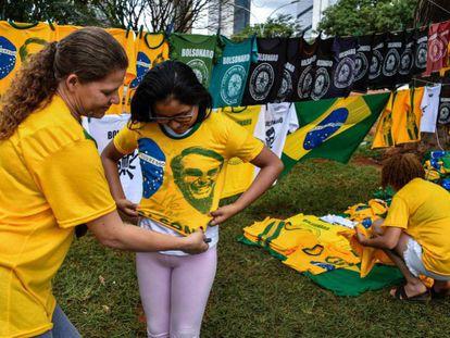 Seguidores escolhem figurino com inspiração verde-amarela para acompanhar em Brasília a posse de Bolsonaro como presidente.