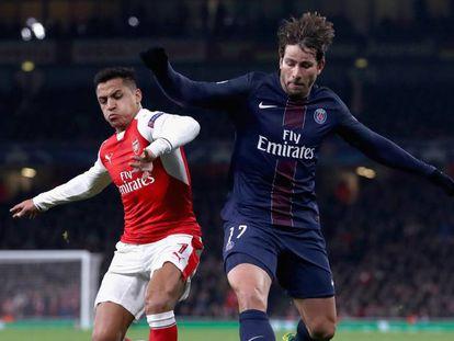Sánchez e Maxwell durante o jogo.