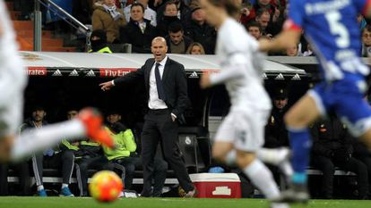 Zidane orienta o time contra o Deportivo.
