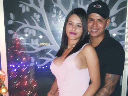 Yesly Tatiana e Joan Sebastián em imagem no Facebook