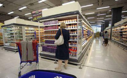Clientes em um supermercado de Buenos Aires.