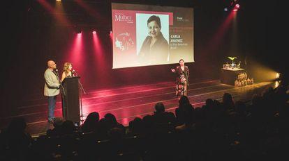 Carla Jiménez recebe o troféu Mulher Imprensa na categoria diretora de redação