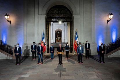 O presidente Piñera anuncia seu projeto de adiamento das eleições, neste domingo, no Palácio de La Moneda, em Santiago.