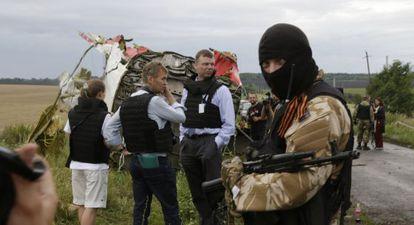 Representantes da OSCE negociam com separatistas onde caiu o Boeing.
