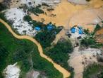 Mineradores ilegais assolam a Terra Indígena Yanomami. Atualmente, cerca de 20 mil garimpeiros operam ilegalmente no território.