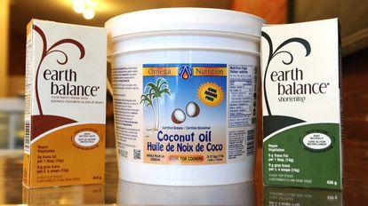 Pote de óleo de coco em uma loja em Toronto (Canadá)