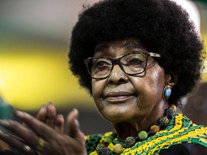 Winnie Mandela em Johannesburgo, em 20 de dezembro.
