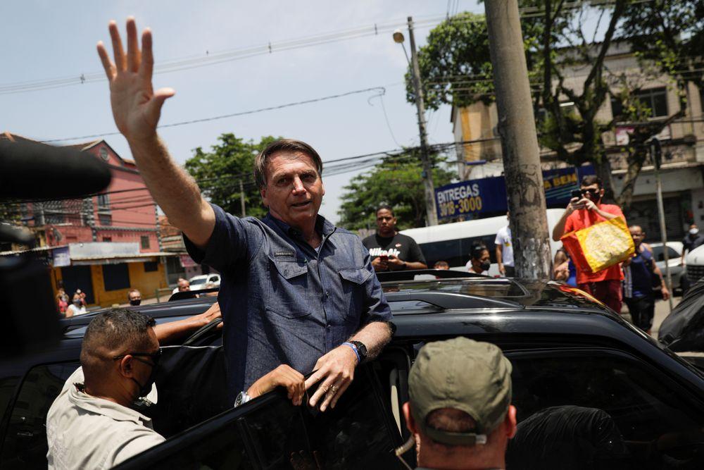 """""""Me beija e me chama de centro"""",  diz direita brasileira"""