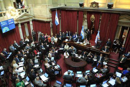 Senado argentino aprovou lei antidemissões rejeitada pelo Executivo.