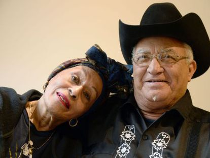 Os artistas cubanos Omara Portuondo e Eliades Ochoa.