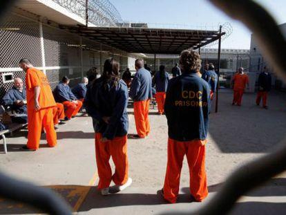 Presidiários de um cárcere da Califórnia.