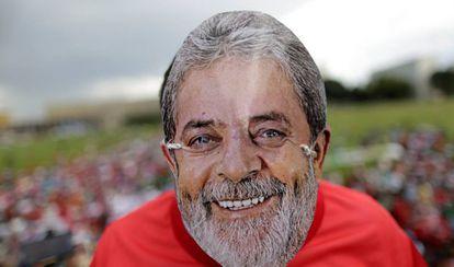 Apoiador de Lula, em ato nesta quarta em Brasília.