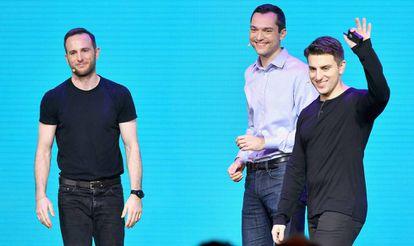 O chefe de produto do Airbnb, Joe Gebbia, com o diretor técnico Nathan Blecharczyk e o executivo-chefe Brian Chesky.