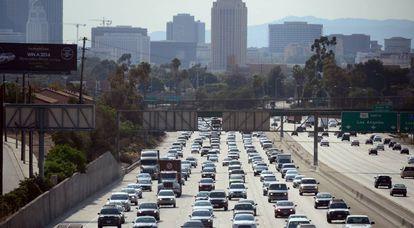 Congestionamento na saída de Los Angeles.